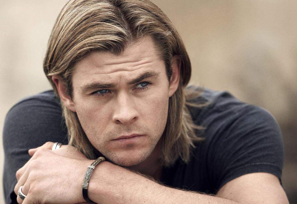 Chris Hemsworth_Biore Charcoal Bar_shower tingles