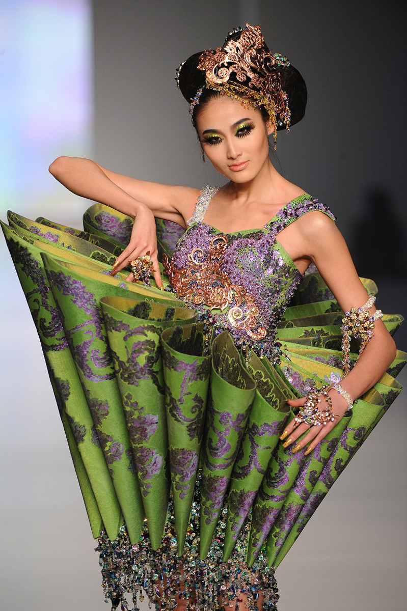MAC Guo Pei_couture on the runway