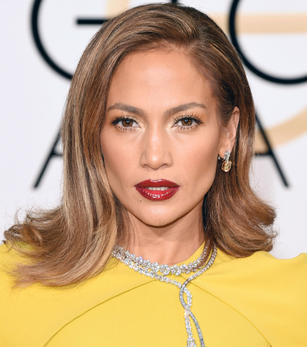 Jennifer Lopez at the 2016 Golden Globes; makeup by Mary Phillips