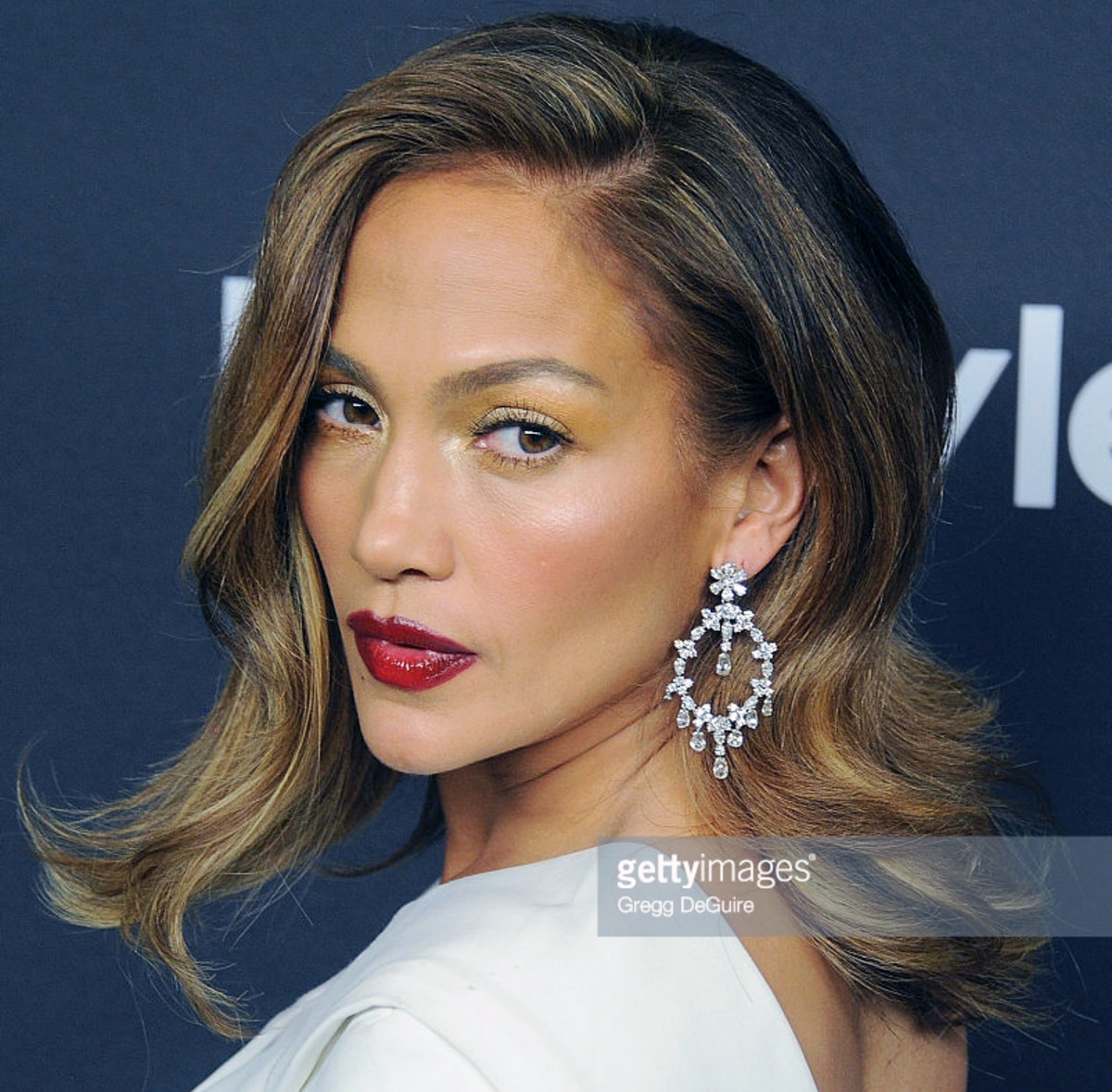 Jennifer Lopez on the red carpet for the 2016 Golden Globes after-party – fave shot.
