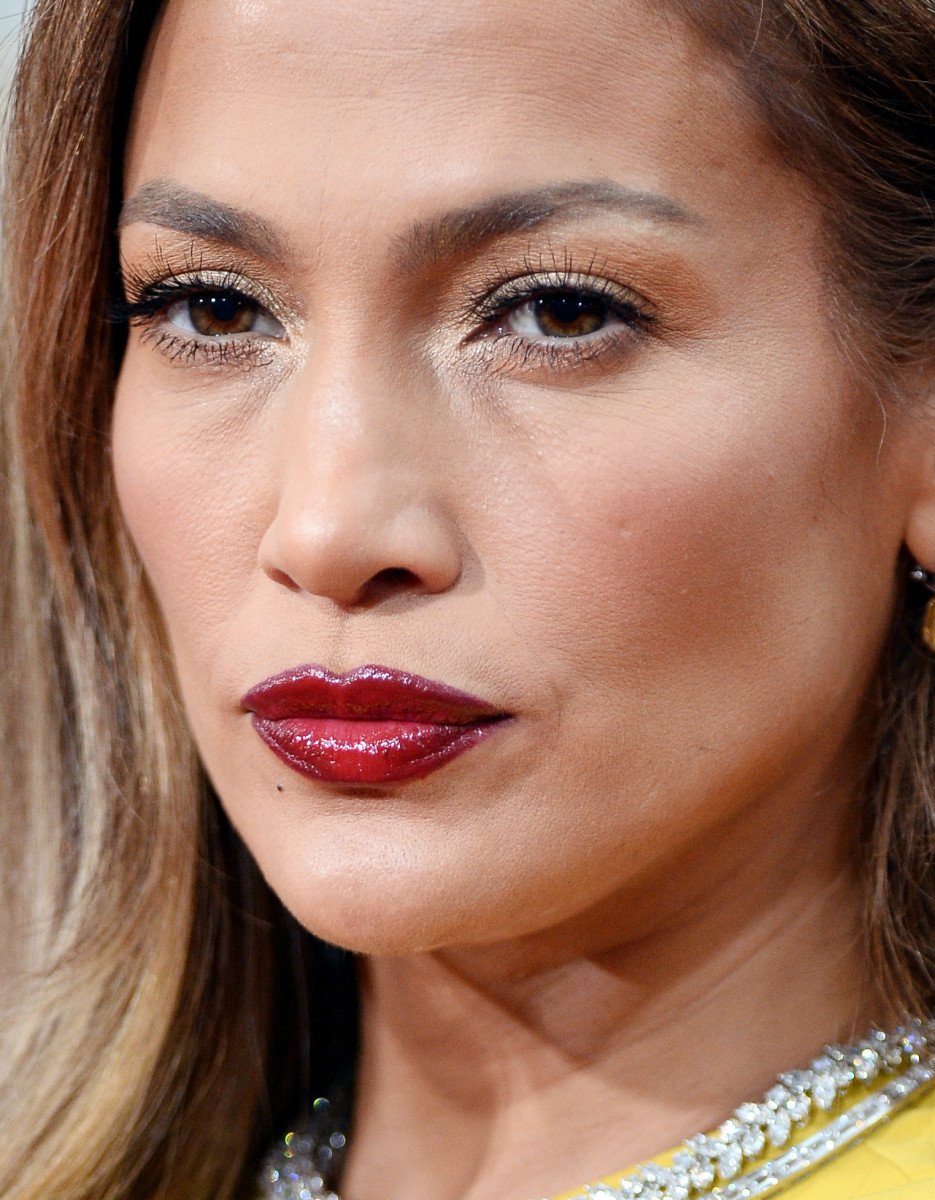 Jennifer Lopez: I know this isn't the most flattering shot or crop, but it's a clear image of what red-carpet makeup looks like in real life, close-up. It's sculpted, a bit exaggerated (note the overdrawn lip lines) designed for bright flash and stage lighting. And I think JLo might have rubbed at her left brow.