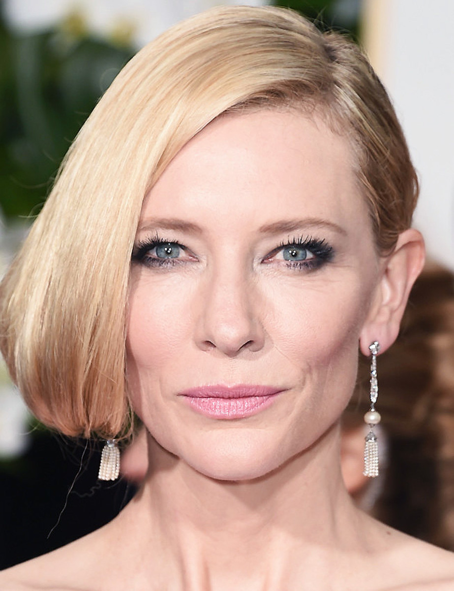 Cate Blanchett: smoky eyes for hooded lids at the 2016 Golden Globes; makeup by Jeannie Lobell