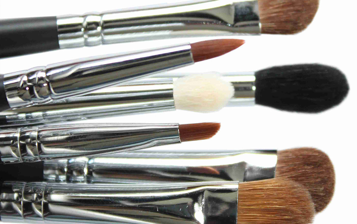 how to clean eyeshadow brushes at home