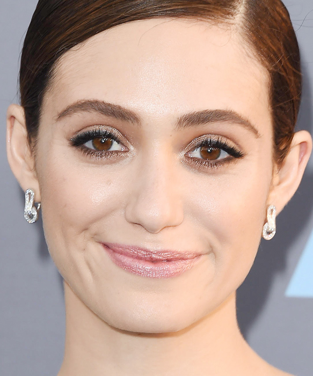 Emmy Rossum: 2016 Critics Choice Awards eye makeup; makeup artist Jo Baker