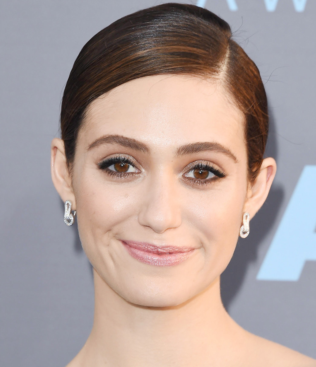 Emmy Rossum: 2016 Critics Choice Awards makeup – warm dramatic eyes and dewy skin