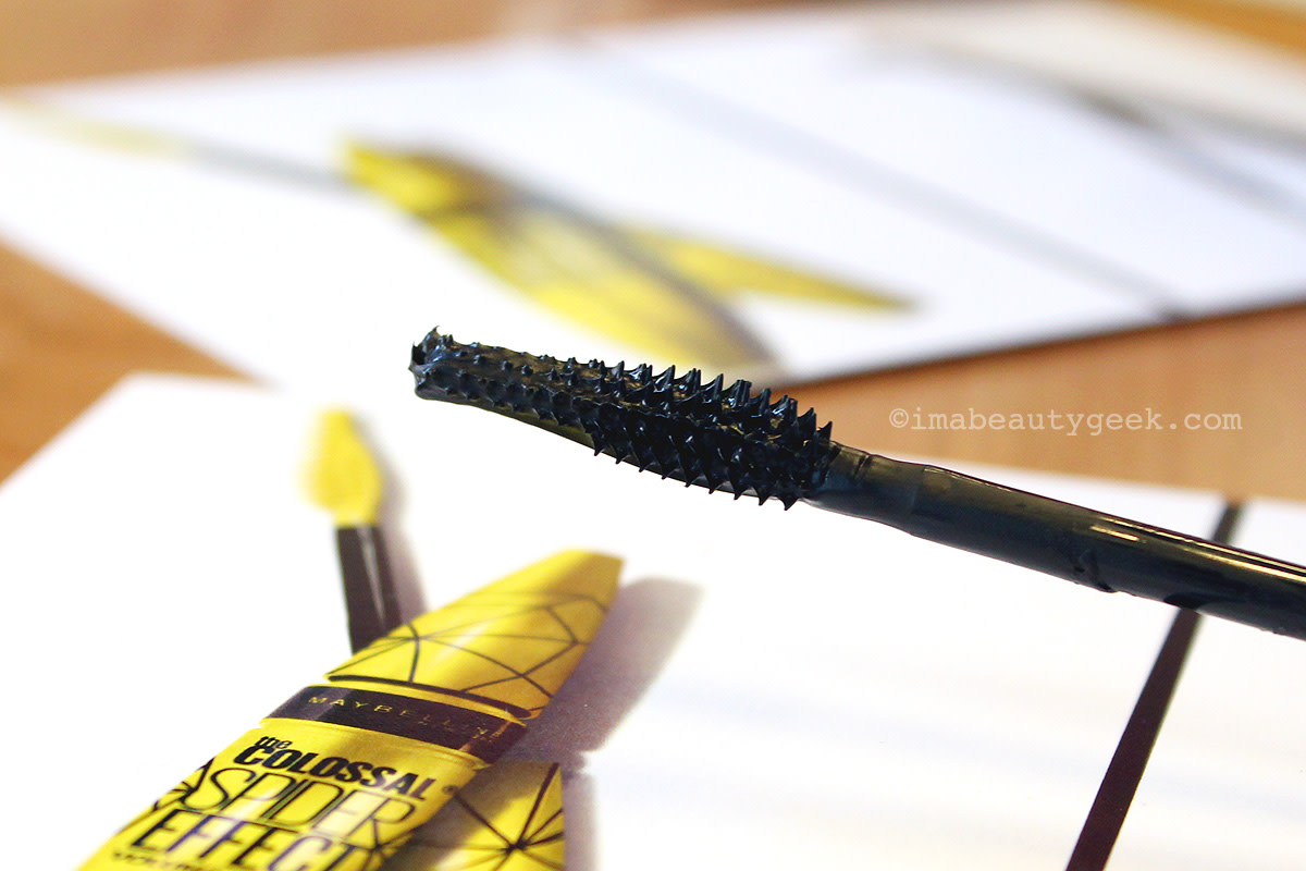 Maybelline Colossal Spider Effect mascara brush, the bristle side
