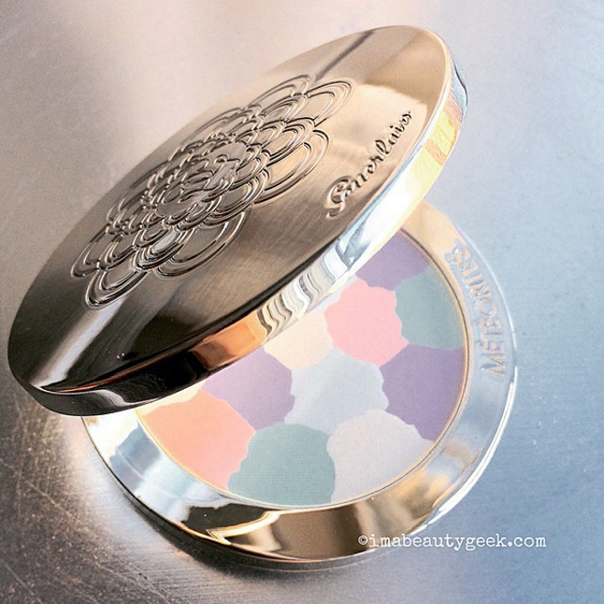 Pretty Pastels for Spring: Guerlain Météorites compact in 02 Clair/Light TOTALLY COUNTS. *grin*