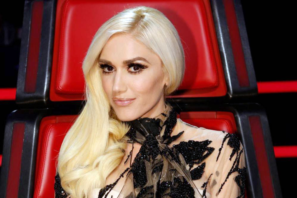 Gwen Stefani barely-there lip theatrical eyes on The Voice