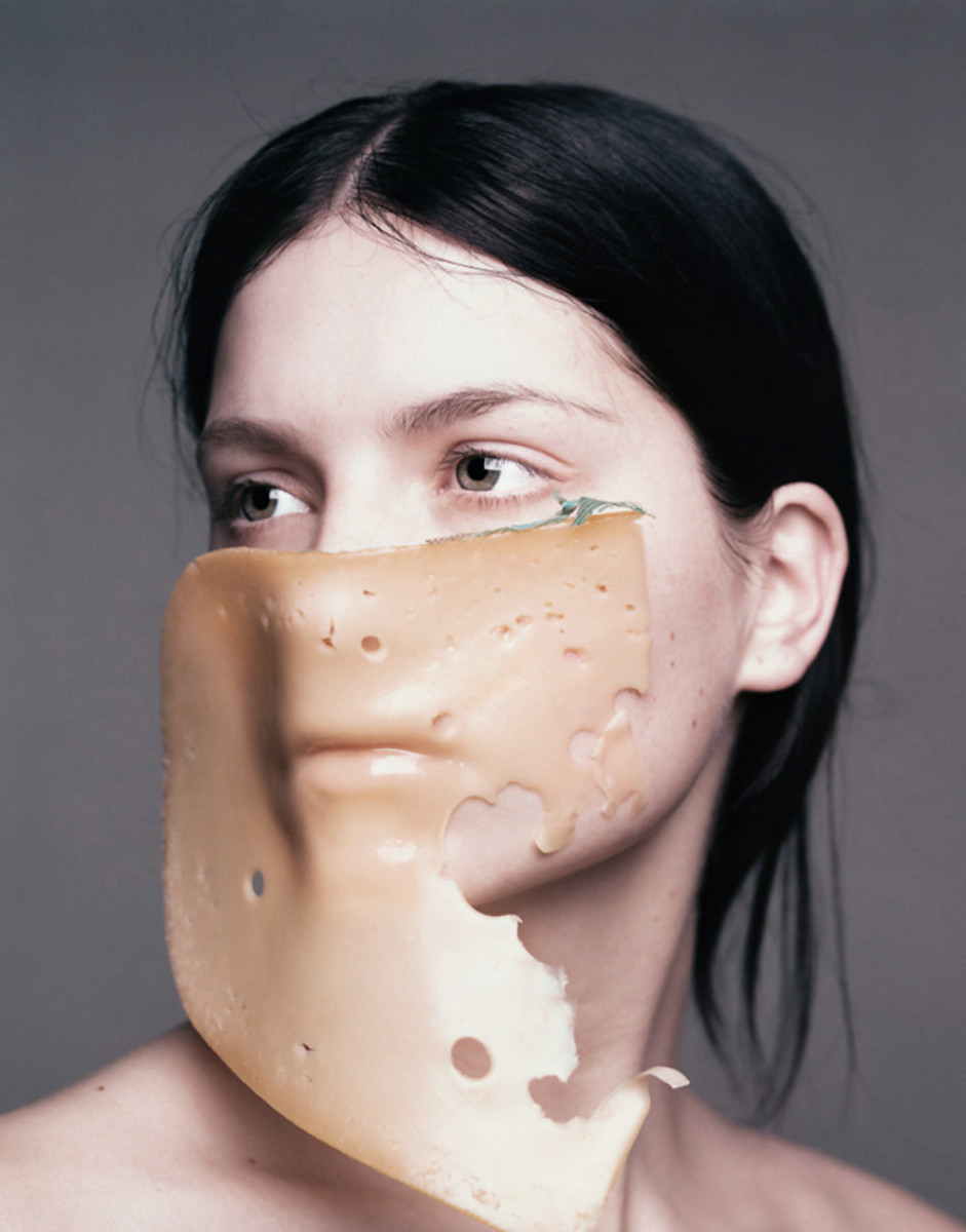 We know diet affects our complexion. But can what we eat or drink affect how our makeup performs that very same day? Lise Watier makeup artist David Vincent says yes. Photo: Marcel Vandervlugt.