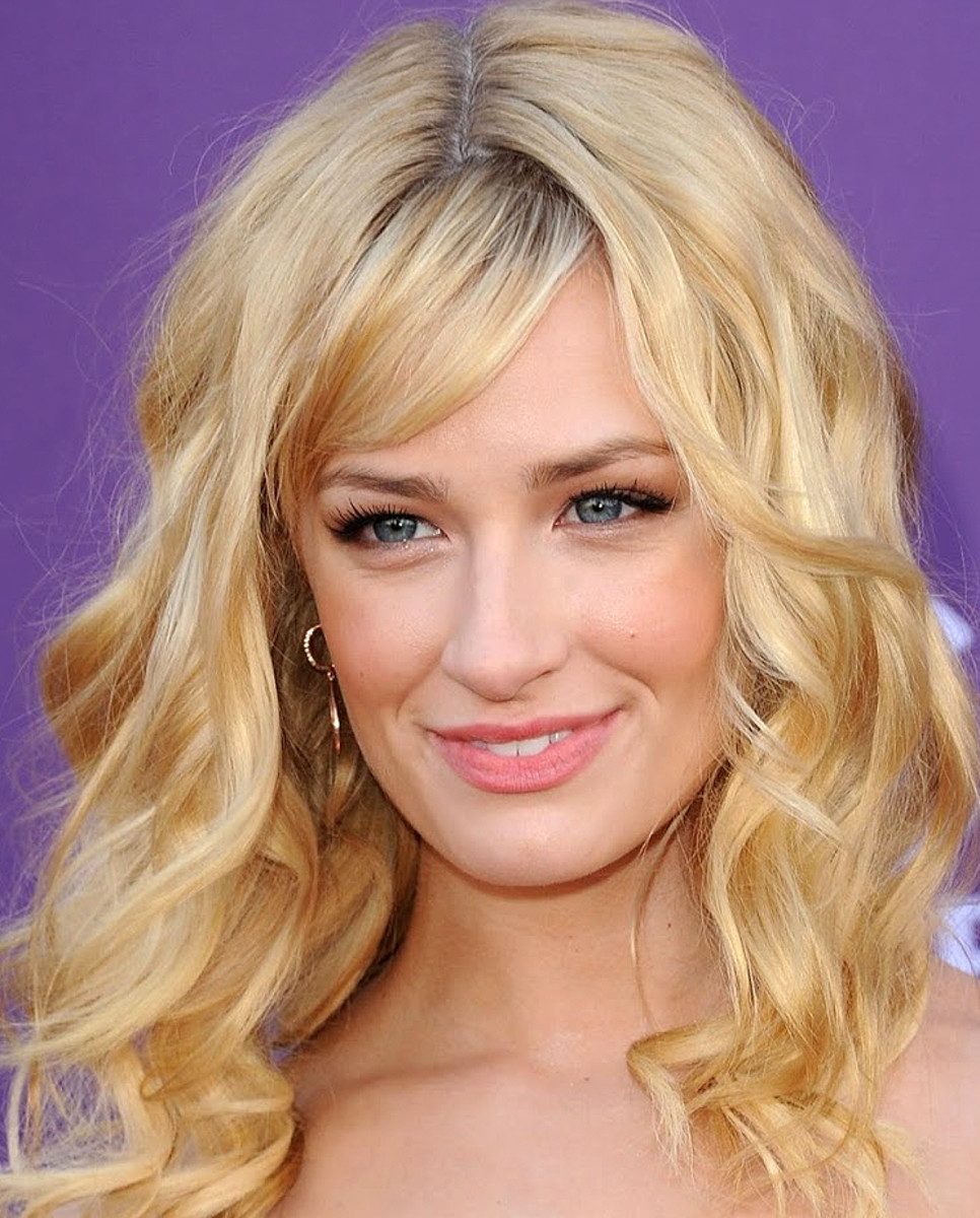 Beth Behrs makeup_false lashes halfsies