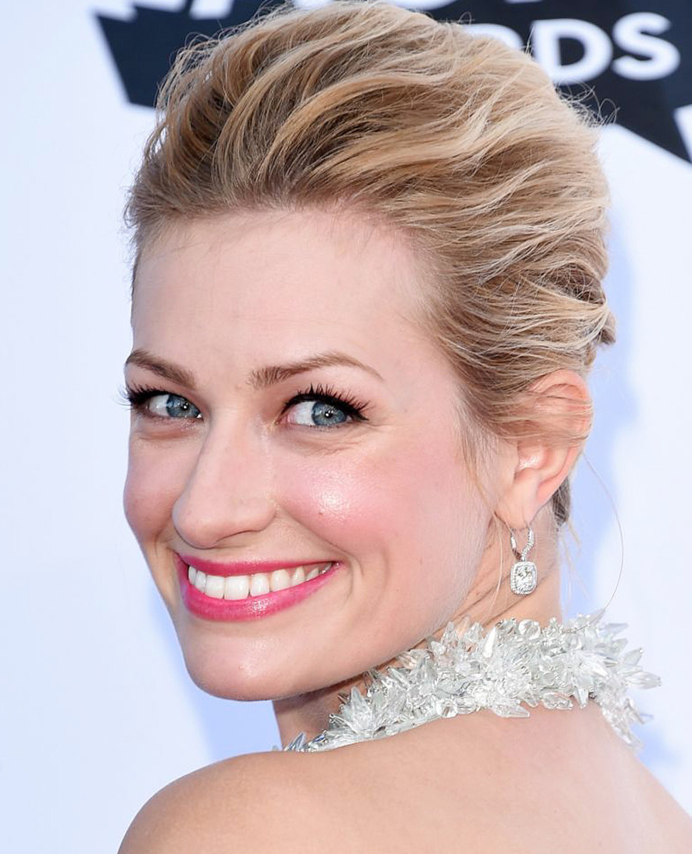 Beth Behrs makeup_flirty half false lashes