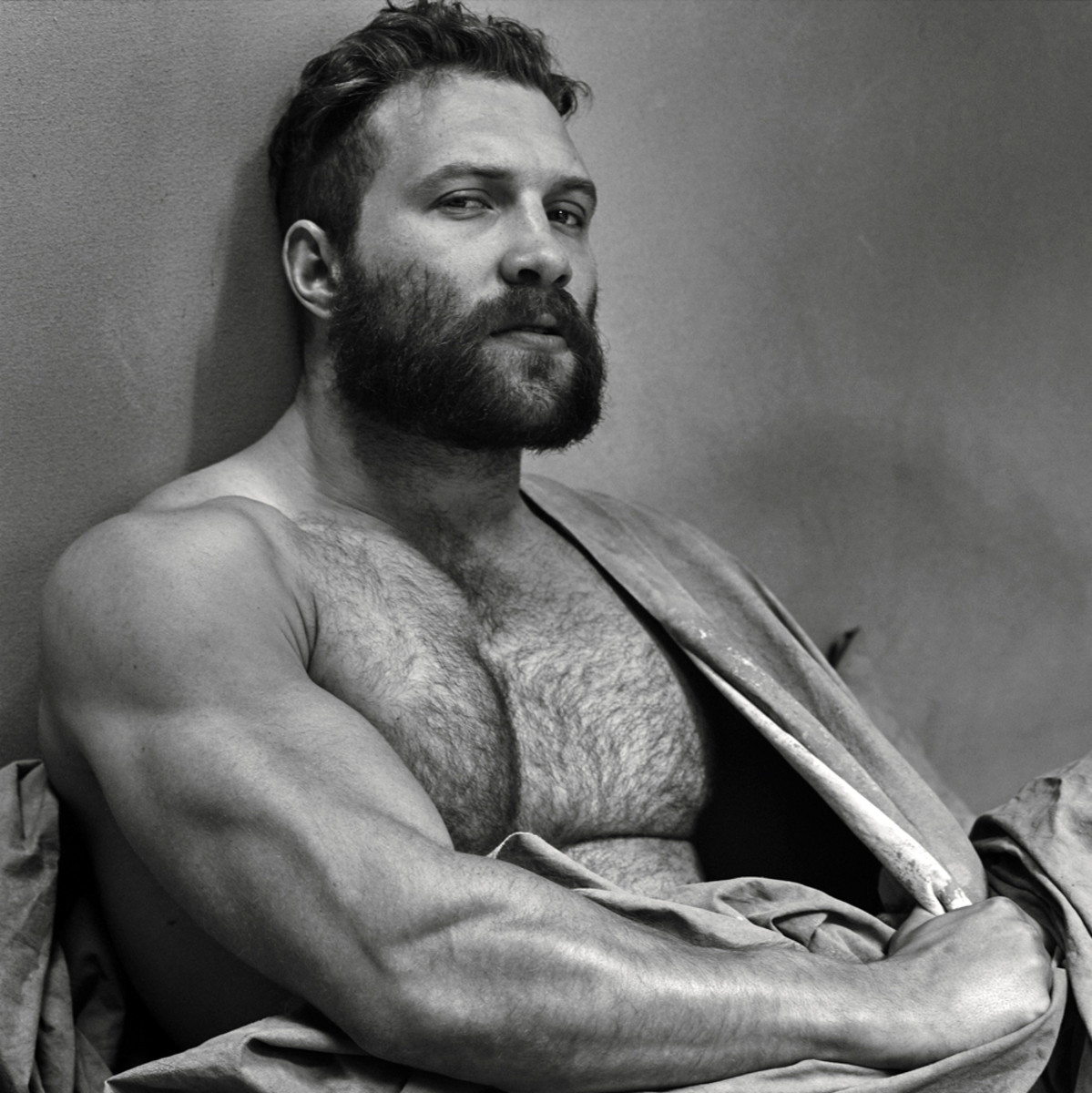 Host a perfect BBQ_Jai Courtney