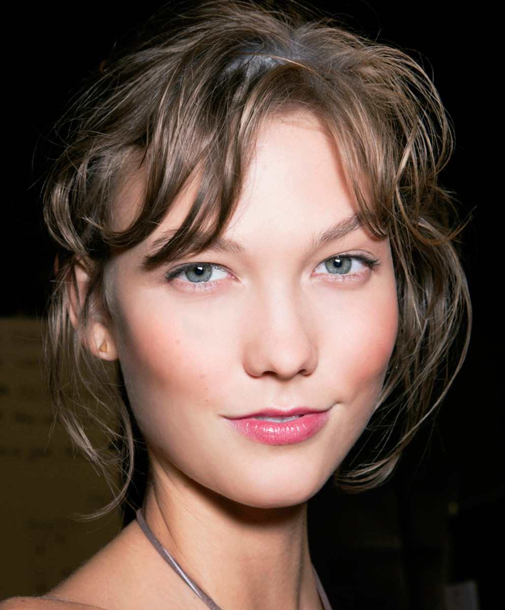 Get pretty flushed cheeks like Karlie Kloss with the I Heart Blush makeup technique!