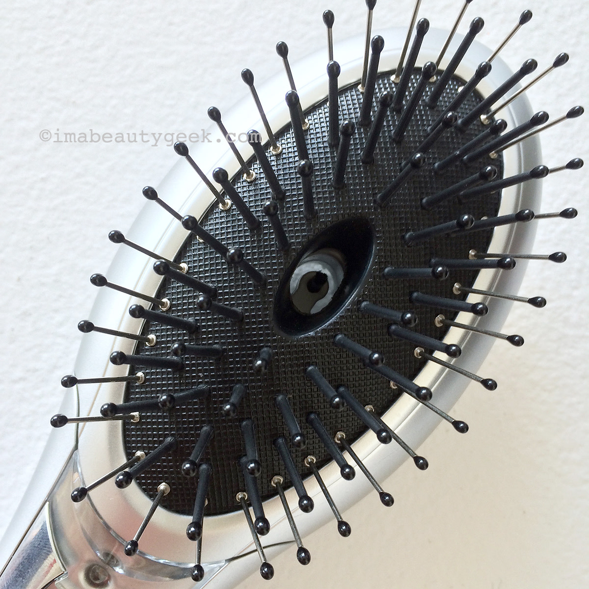Conair: The Ultimate Brush tempers f**** and static