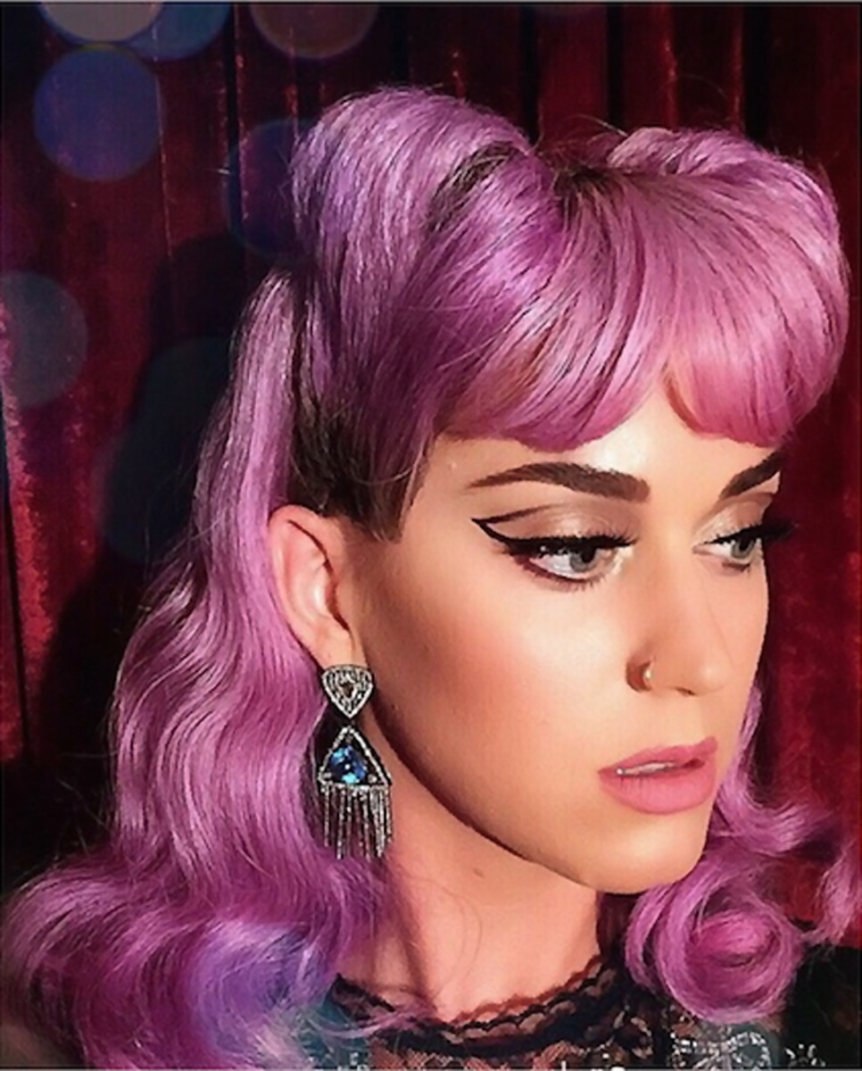 @KatyPerryPopUp sells her newest fragrance Mad Potion