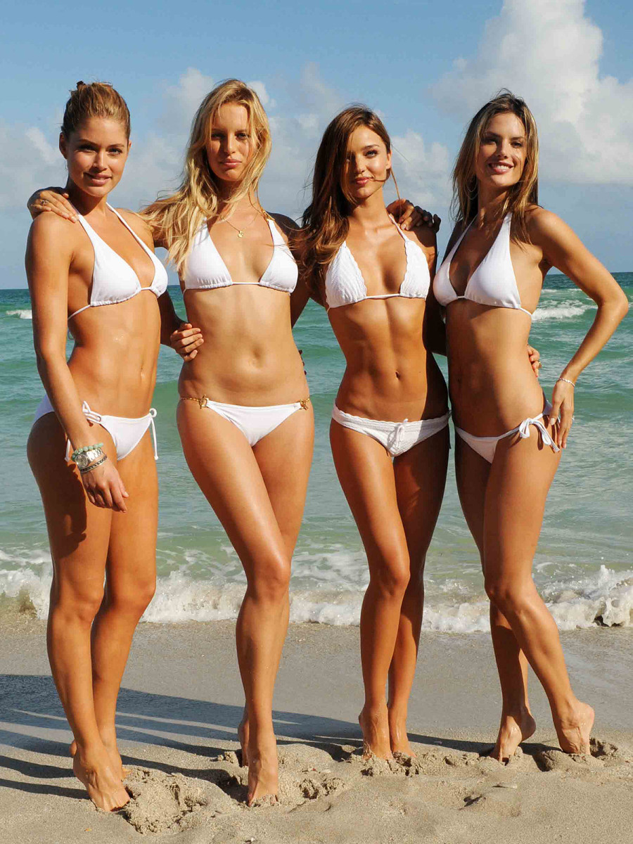 Victoria's Secret angels all a-faux-glow on their tippy-toes