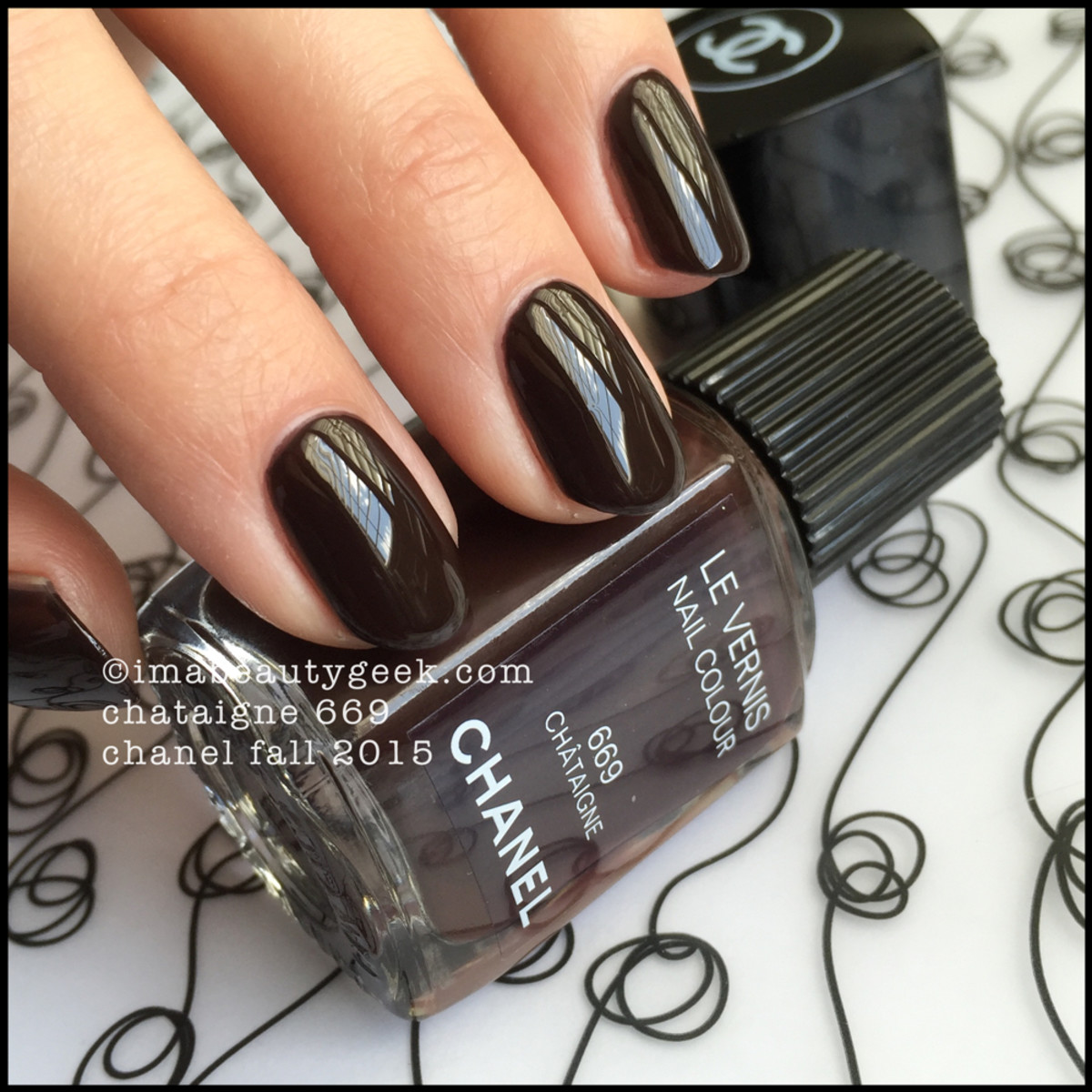 CHANEL FALL 2015: LE VERNIS SWATCHES & REVIEW