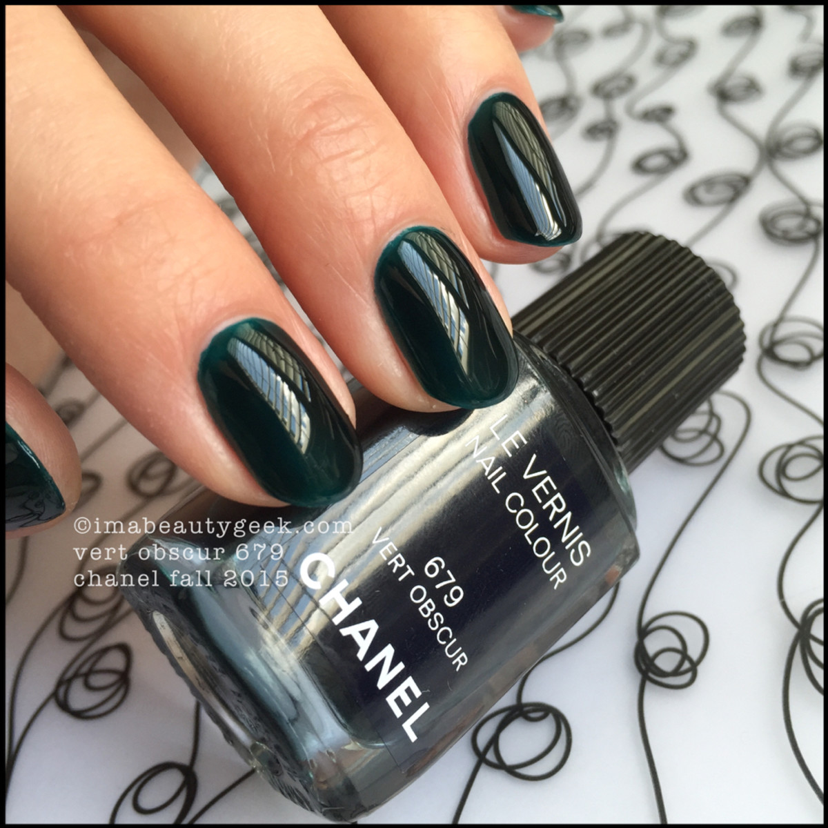 Chanel Fall 2015_Chanel Vert Obscur Vernis Nail Polish 679
