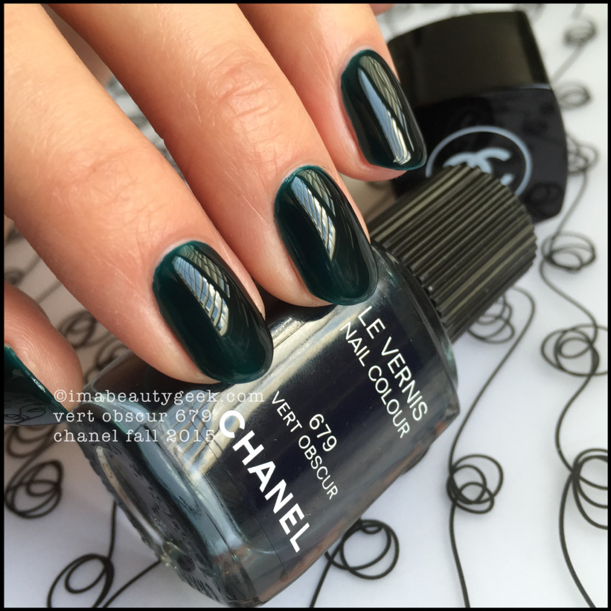 Chanel Fall 2015_Chanel Vert Obscur 679 Nail Vernis