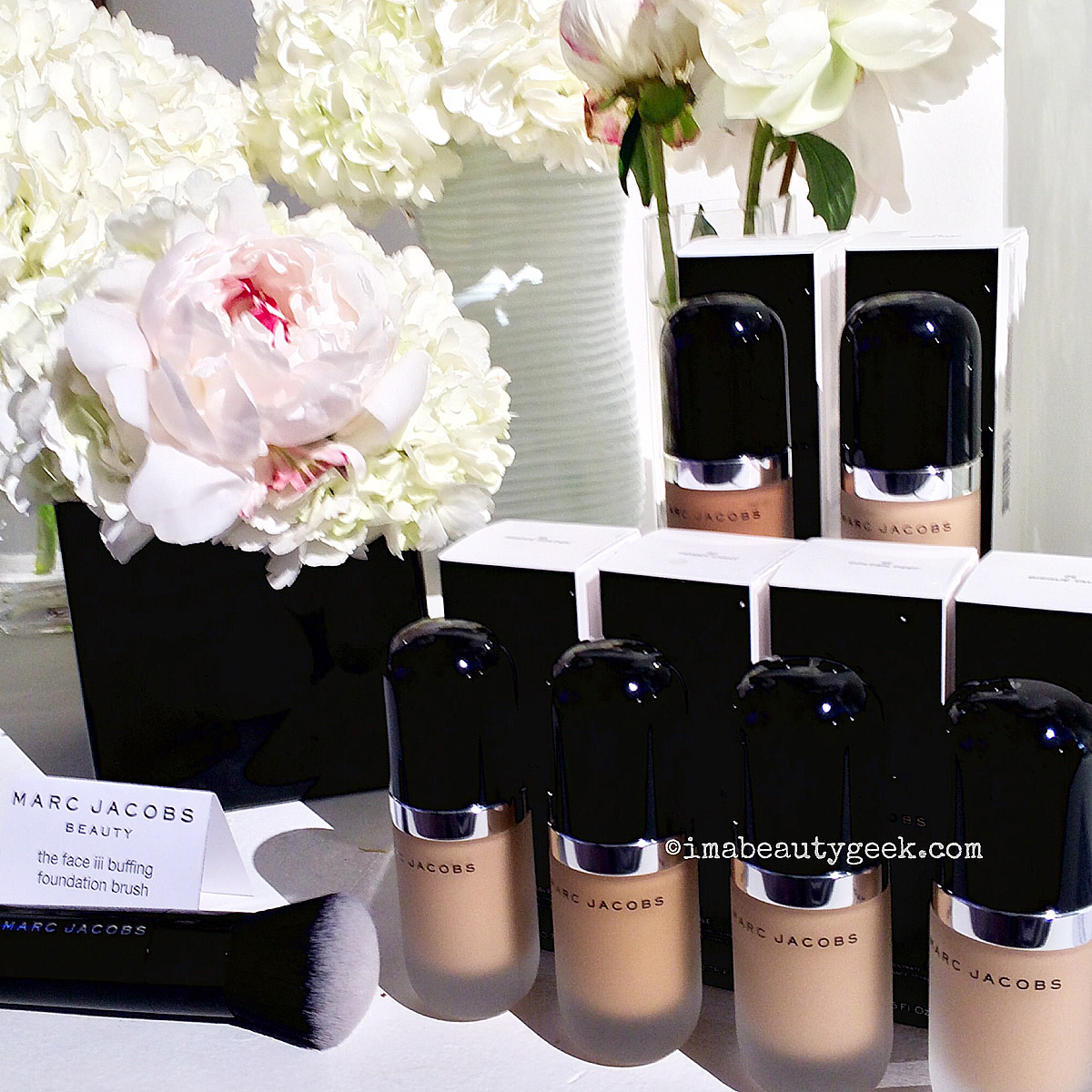 Sephora lowers free-shipping minimum_Marc Jacobs Re(marc)able Foundation and Face iii Buffing Brush