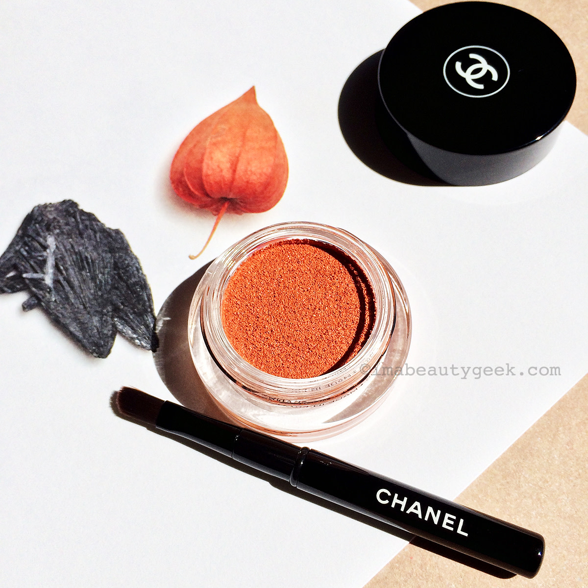 Chanel Fall 2015 Makeup Les Automnales Collection_Illusion d'Ombre Rouge-Gorge