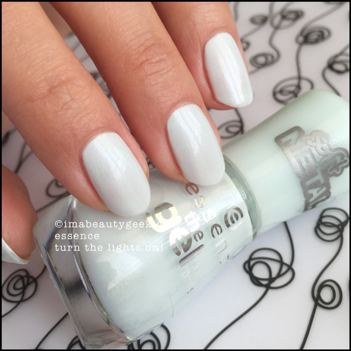Essence Nail Polish _ Essence Turn the Lights On
