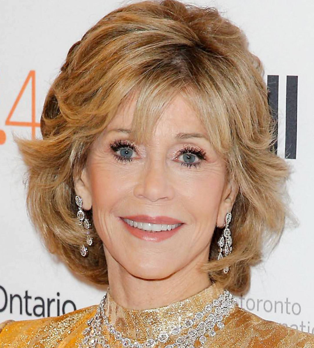 Jane Fonda glows in gold at the TIFF 2015 – look at that radiant complexion!