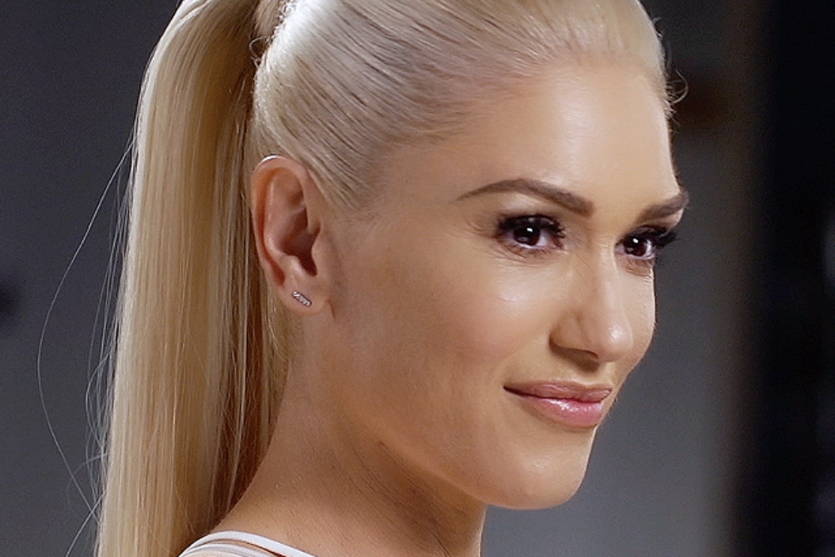 Behind the scenes: Gwen Stefani on the Revlon set.