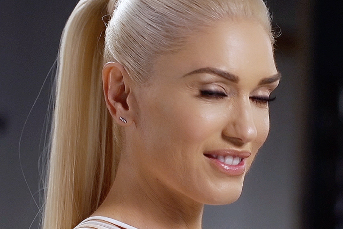 Behind the scenes: Gwen Stefani blinks on the Revlon set