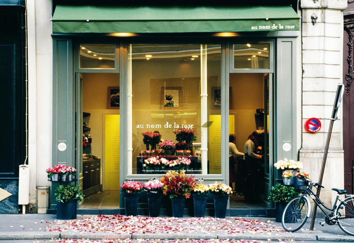 Rose scents we love: au nom de la rose florist shop in Paris, France