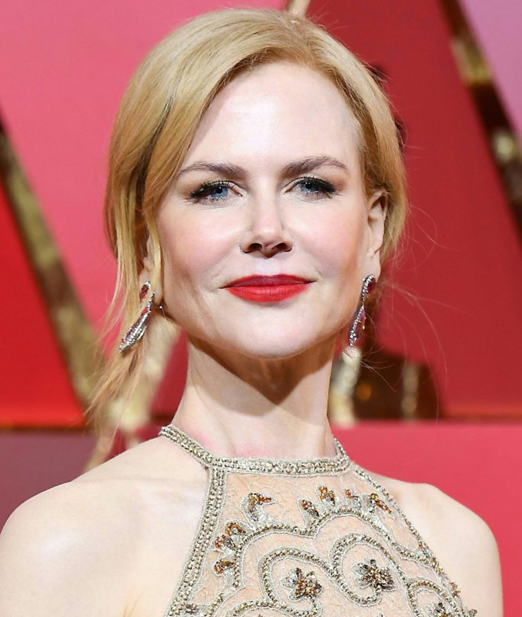 At the 2017 Oscars, Nicole Kidman wore Neutrogena and Giorgio Armani with her Armani Privé gown.