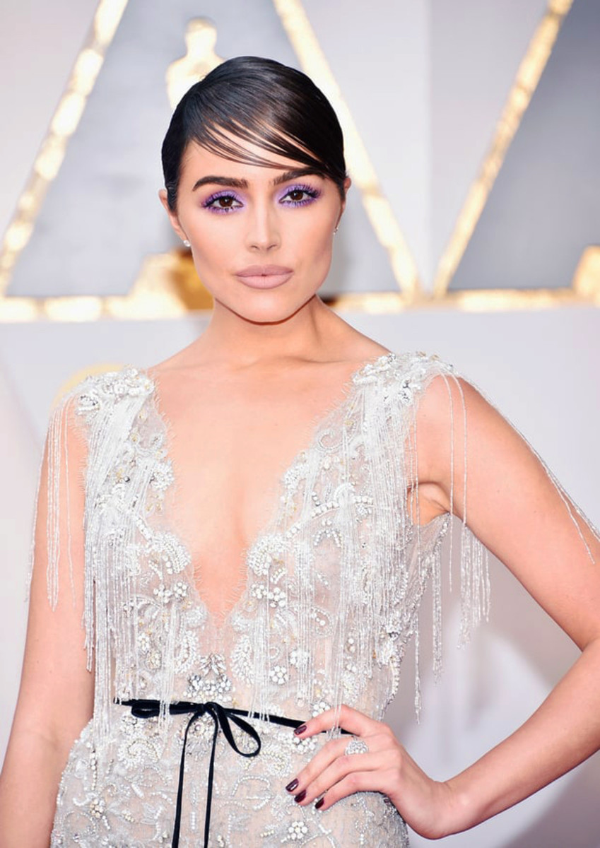 Olivia Culpo in lavender smoky eyes by L'Oréal Paris makeup maestro Sir John – love the mani, too.