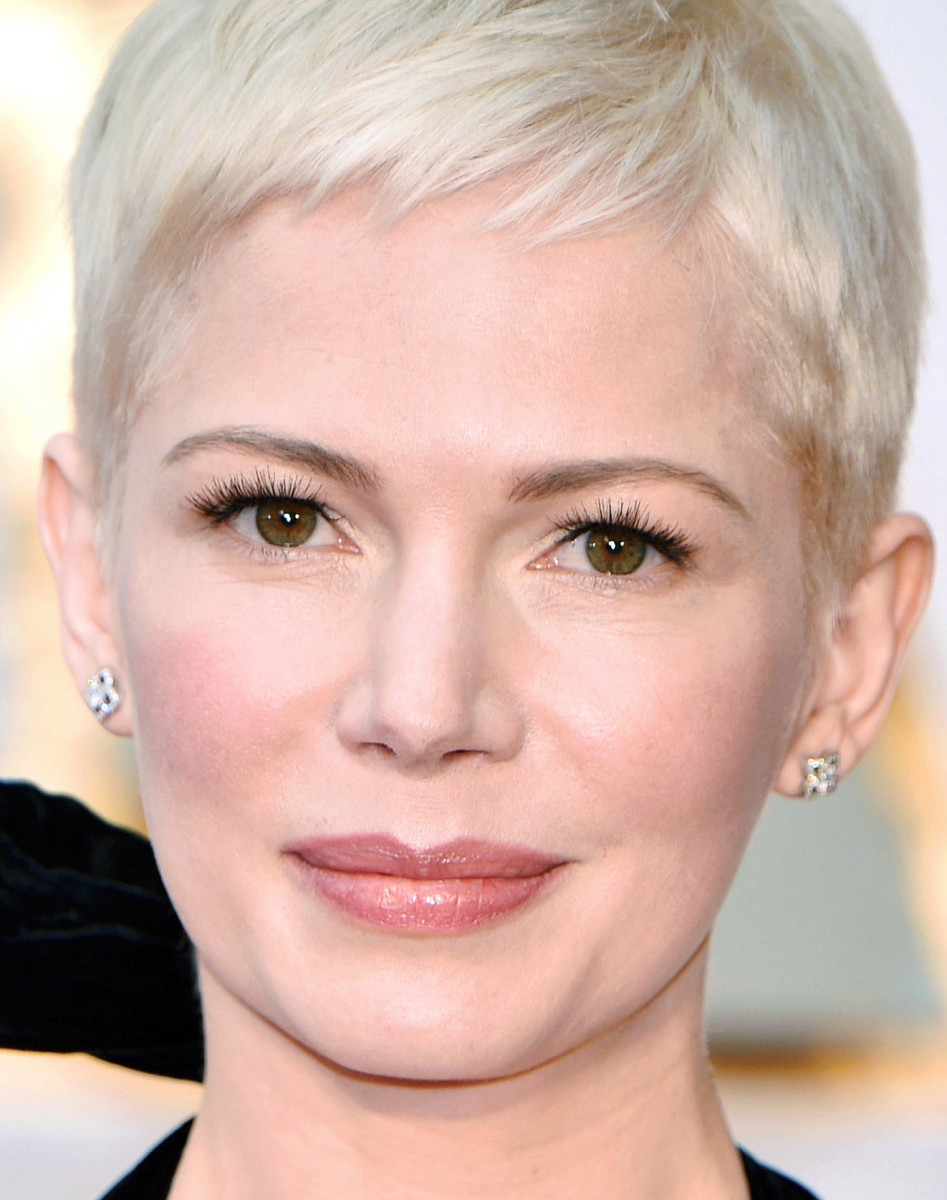 Michelle Williams at the 2017 Oscars; hair by Chris McMillan, makeup by Angela Levin