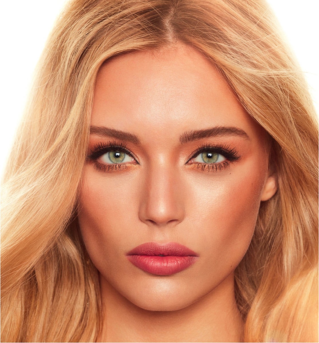 charlotte tilbury holiday 2016 dreamy look with Legendary Muse shadows