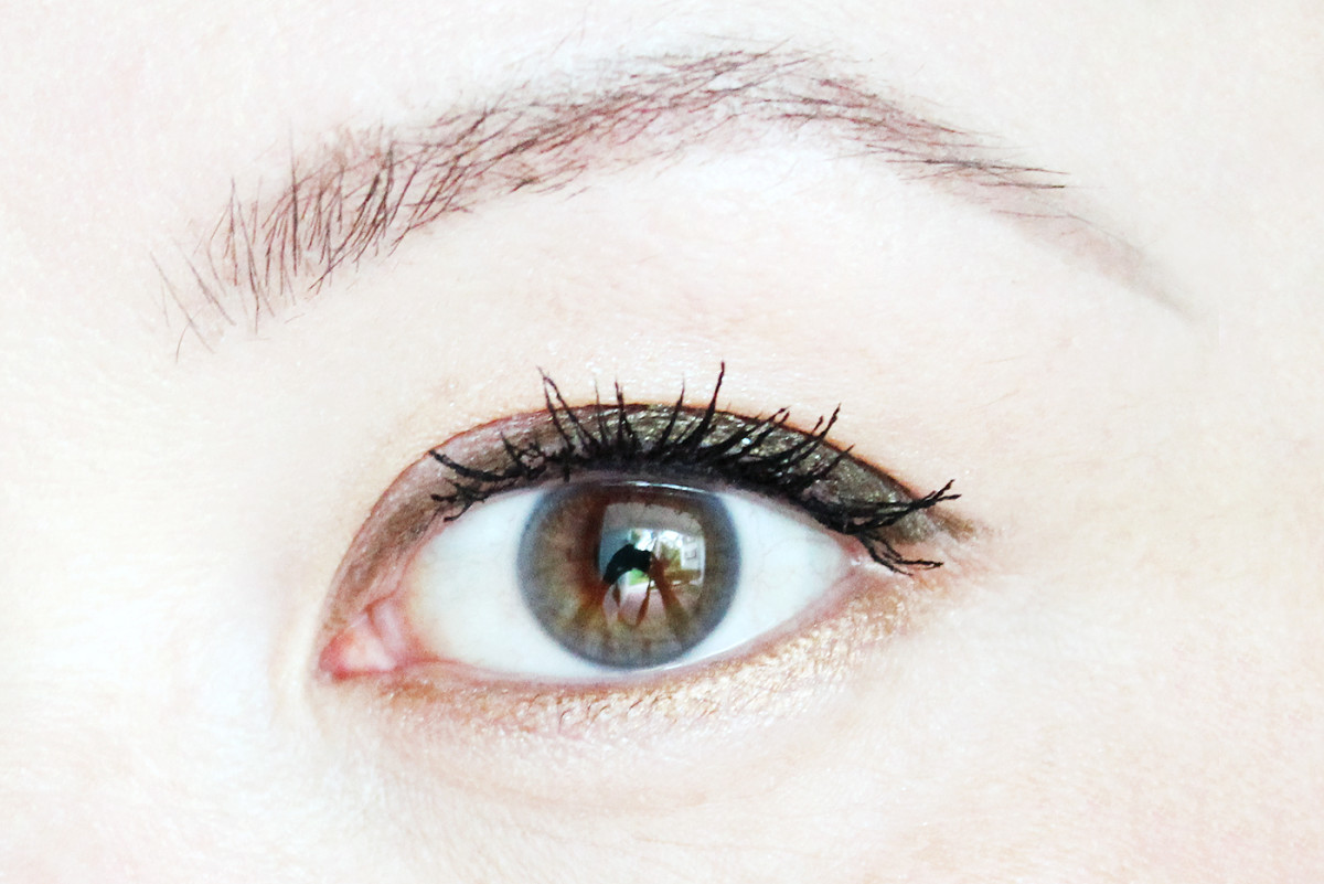 Fall-appropriate in Make Up For Ever Aqua XL waterproof eye pencil in I-36 Iridescent Khaki and ME-42 Metallic Bronze.