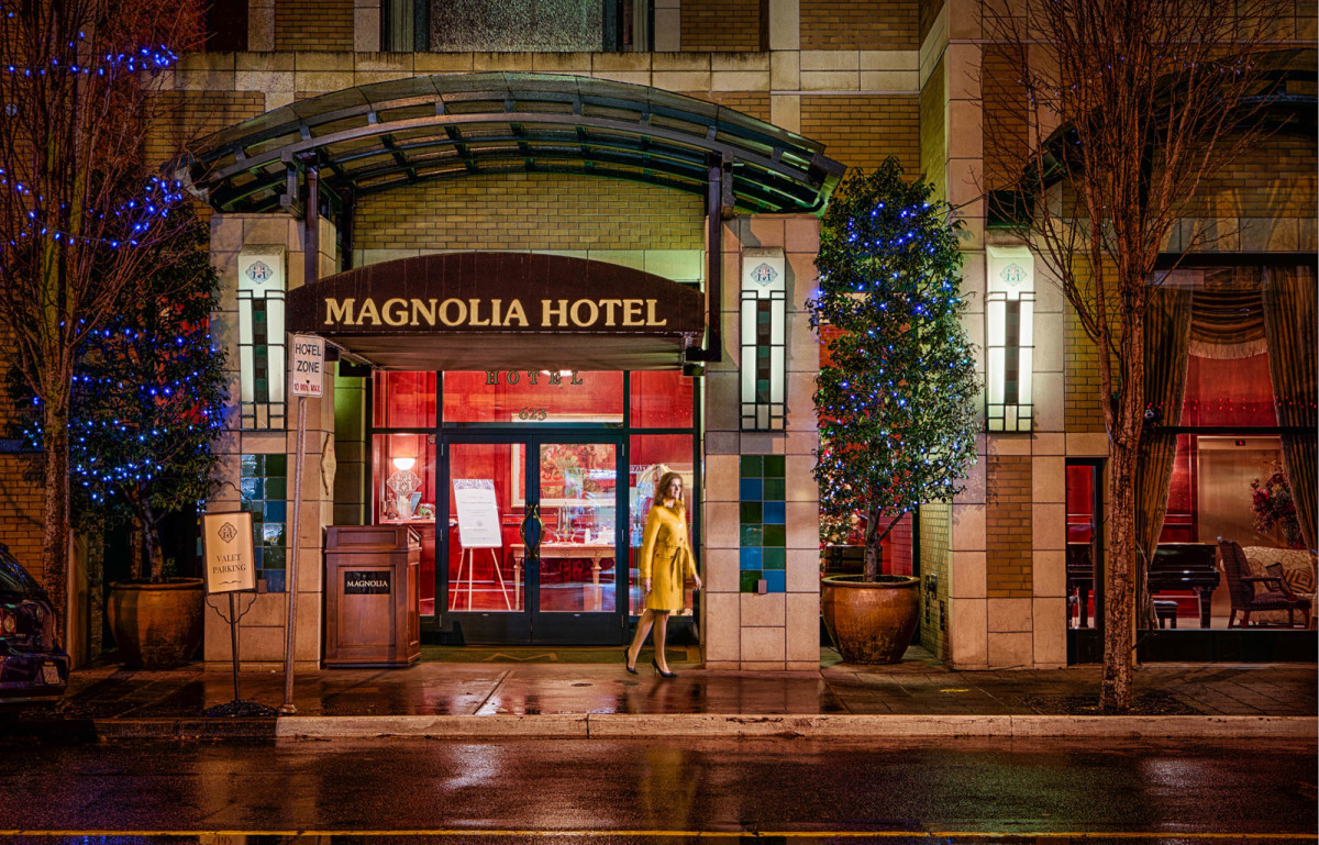 Magnolia Hotel, Victoria, BC: the charming hotel entrance... I might need a yellow coat.