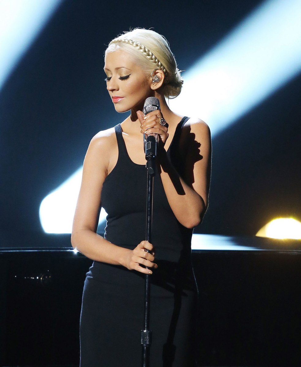 "Christina Aguilera performing ""Say Something"" at the AMAs in 2013"