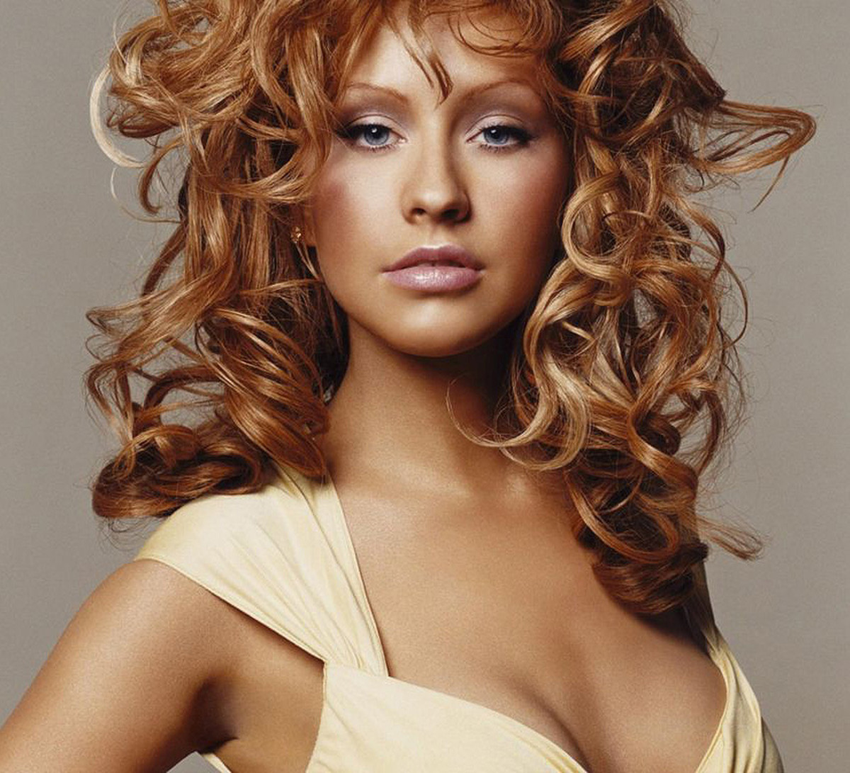 Christina Aguilera with a spray-bronze tan and copper-and-blonde curls, 2004?