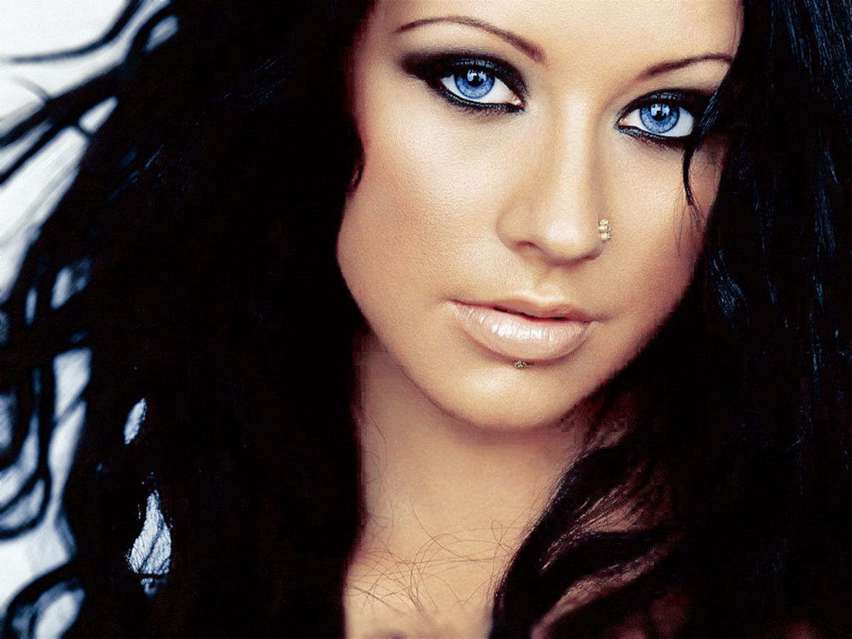 Christina Aguilera with dyed-black hair – around 2003?