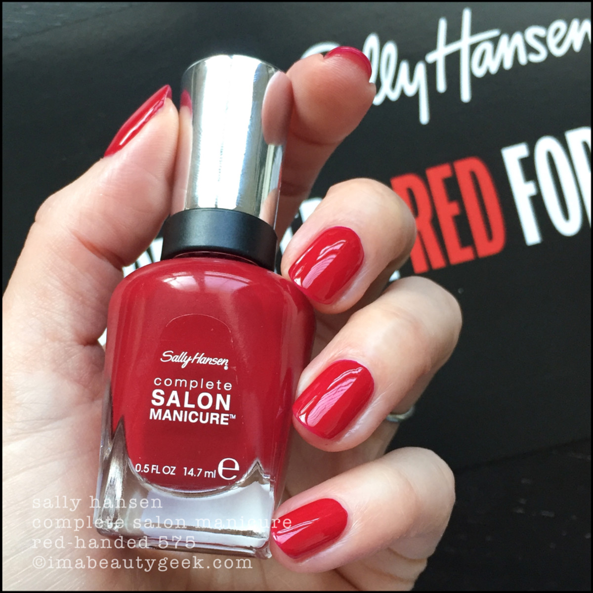 Sally Hansen Red Handed 575 CSM - Red/esign Collection 2018