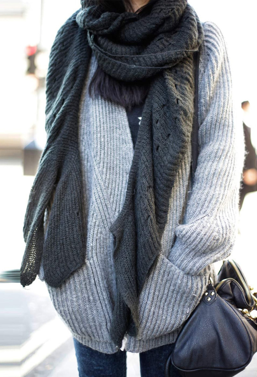 oversized knit scarf and sweater_cosy scents for colder weather